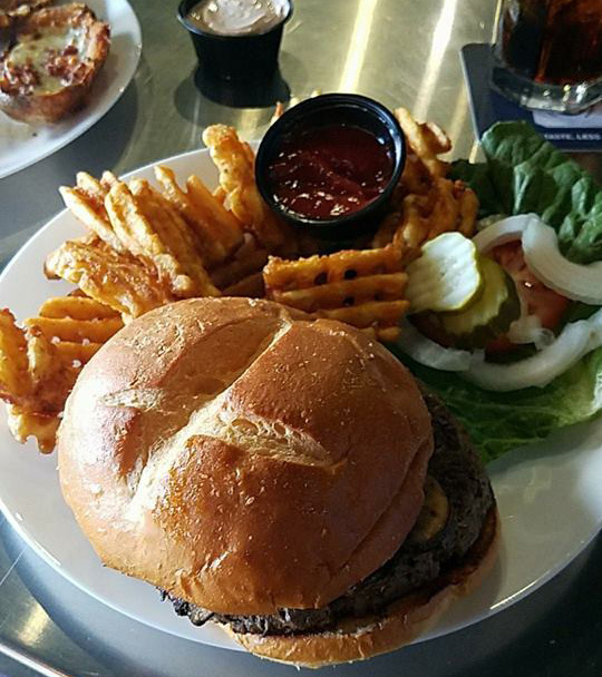 Alibi Drinkery - Best Hamburgers Lakeville